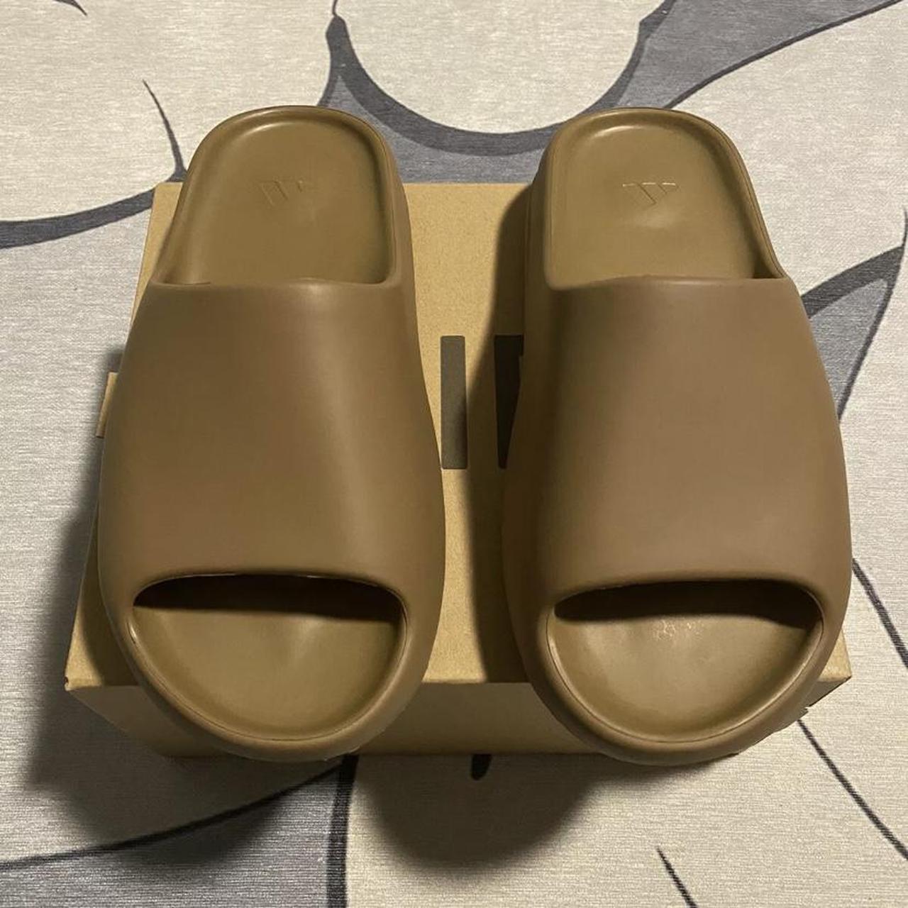 """Product Image 1 - YEEZY Slides """"Core"""" size 8"""