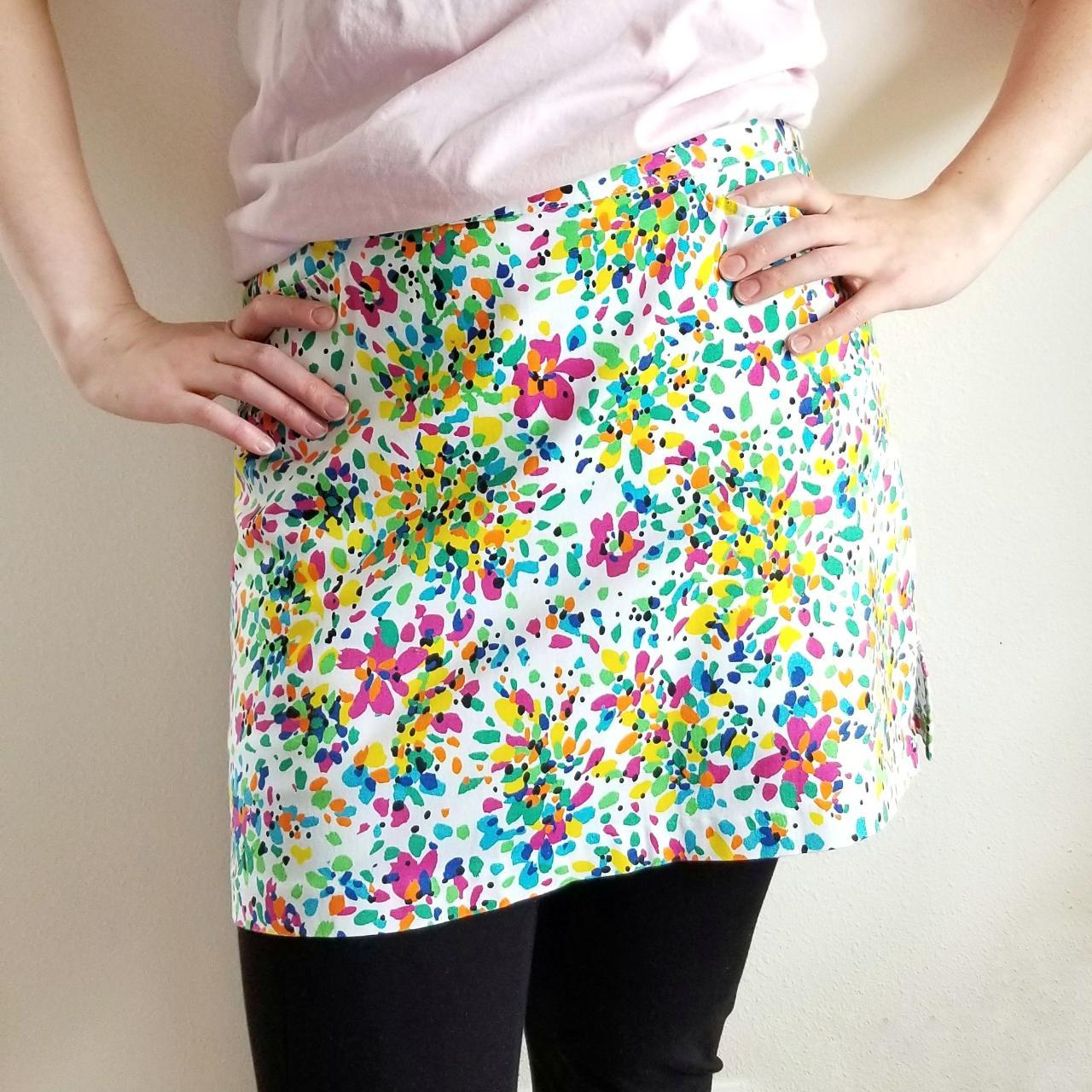 Product Image 1 - This vivid floral and white
